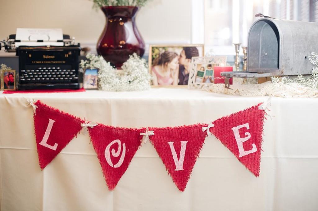 A little more love from our wedding day! Decor by @rustybarnjunque ❤️❤️❤️ --------------------------------- Um pouquinho mais de amor sobre o nosso casamento, nessa semana que celebramos 2 anos! #anniversaryweek #weddinganniversary #wedding #casamento #bodasdealgodão #decor #decoration #weddingdecor #decoracaocasamento