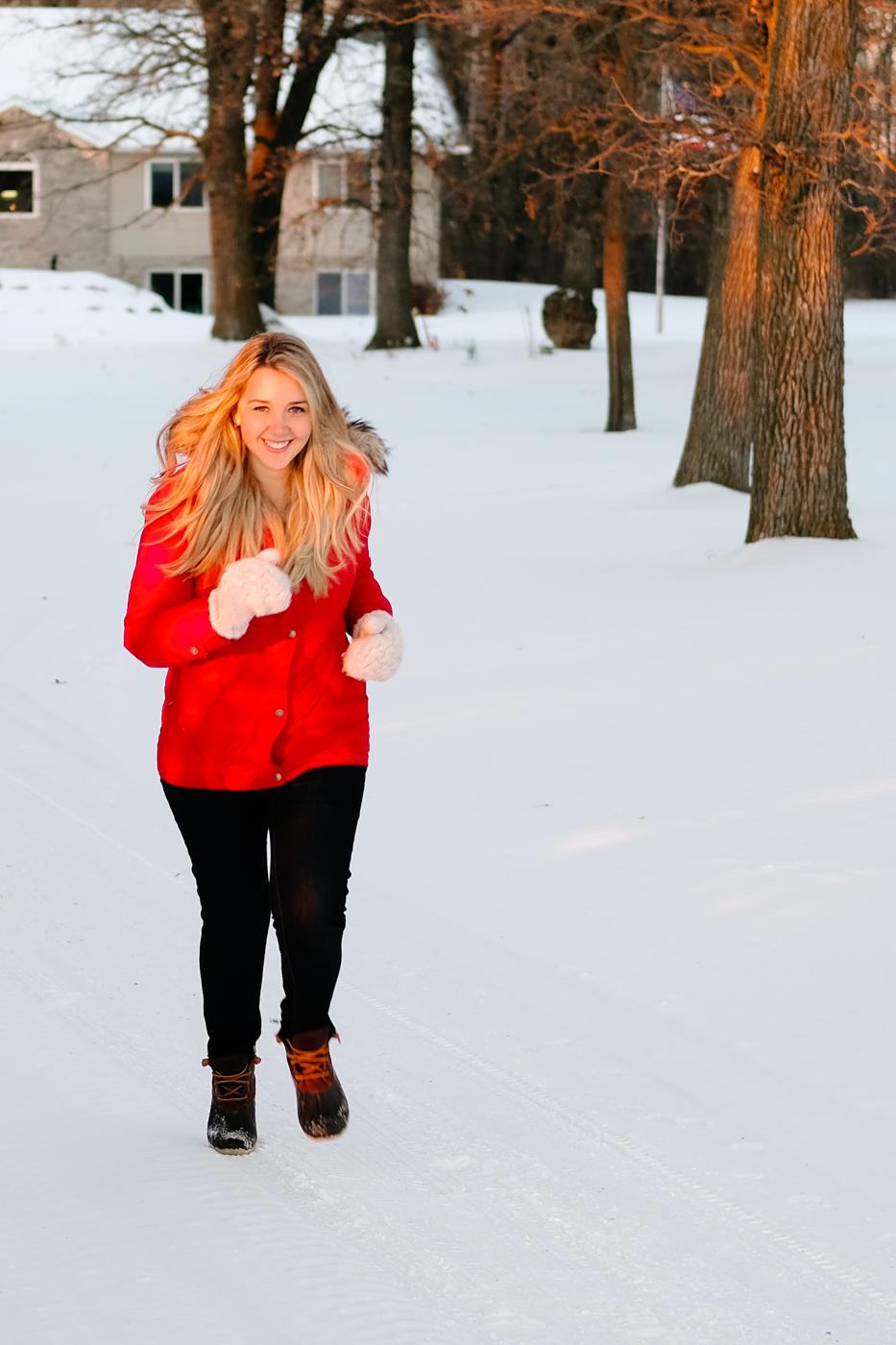 Debora Dahl running in the snow