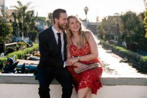 Benjamin e Debora Dahl rindo no dia dos namorados no Venice Canals