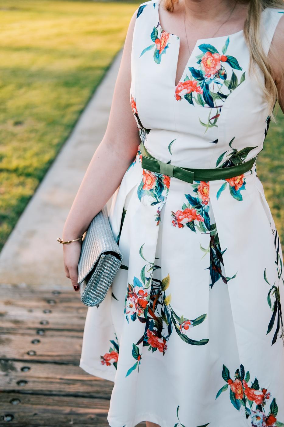Debora Dahl, vestido branco florido, primavera