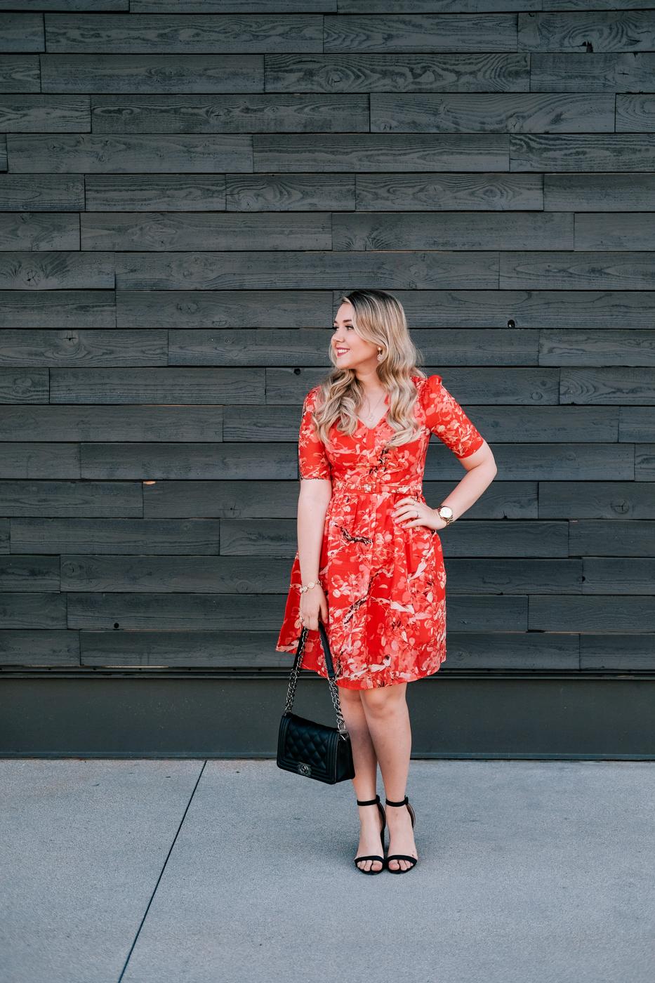 Debora Dahl, vestido vermelho